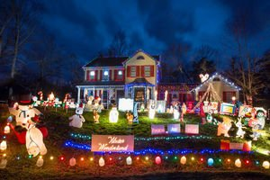 365 Things in #FXBG  |Best Christmas Lights in Fredericksburg Tour